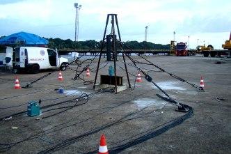 Prova de carga com cilindro hidráulico de 200Tf e sistema de reação