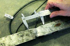 Avaliação da estricção em corpo de prova metálico
