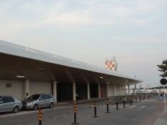 Lado terra (fachada frontal) do Aeroporto de Santarém.