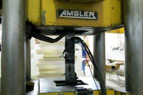 instrumentação com extensômetros elétricos e óticos para determinação de tensão de escoamento, tensão de ruptura, módulo de elasticidade e coeficiente de poisson do aço