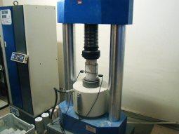 ensaio para determinação de módulo de elasticidade do concreto em prensa servo controlada