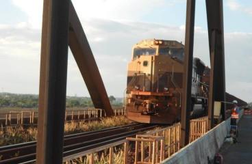 Prova de carga dinâmica com trem de minério carregado