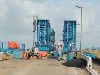 Equipe da Dynamis Techne realizando atividades de instrumentação na ponte