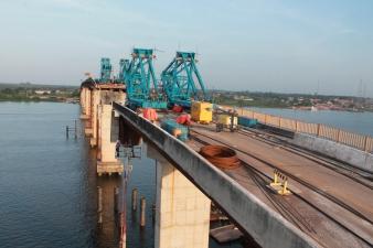 Vista superior do tabuleiro da ponte.