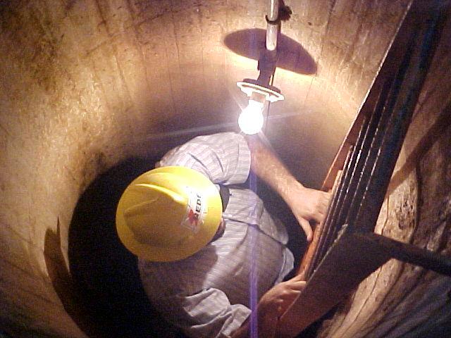 Descida para inspeção em uma turbina de uma usina Hidrelétrica