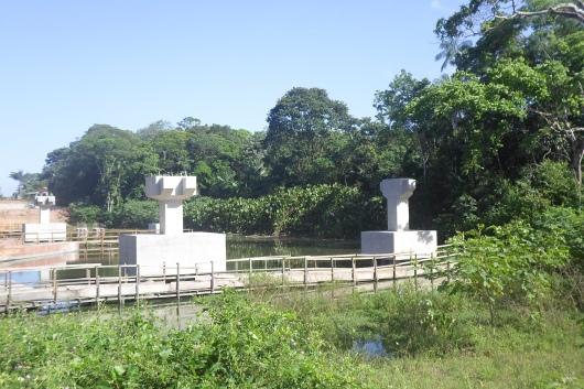 Vista dos pilares e blocos de fundação da ponte 01