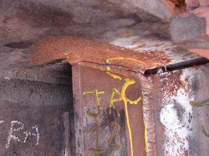 trincas nas soldas no reforço temporário da estrutura original