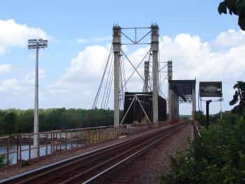 Substituição da ponte em treliça metálica