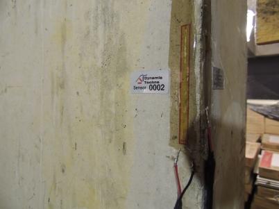 Sensores de deformação fixados em um pilar,
