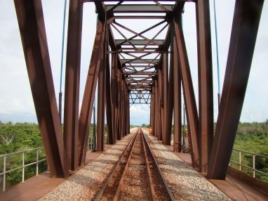 trelica-metalica-ponte-ferroviaria-DSC02155