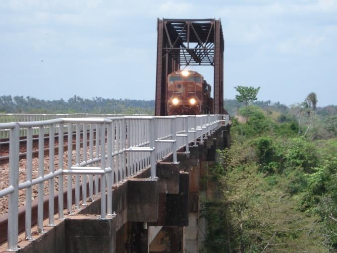 trem-sobre-ponte-ferroriaria-DSC04159