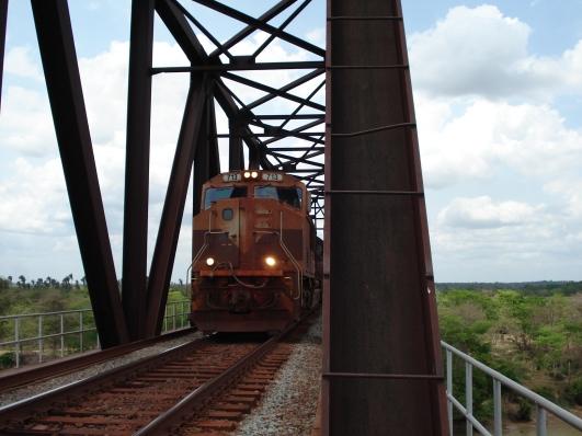 trem-sobre-ponte-ferroviaria-DSC04151