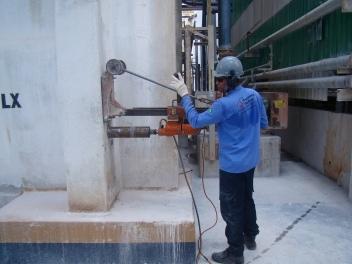 Extração de testemunho de concreto do pilar