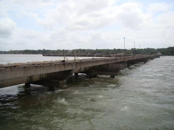 Ponte de acesso ao píer de navios