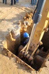 escavação para exumação da estaca