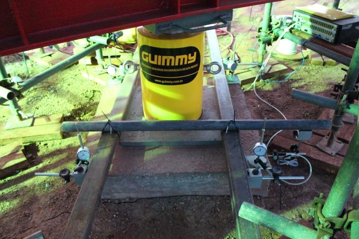 Cilindro hidráulico para aplicação de carga