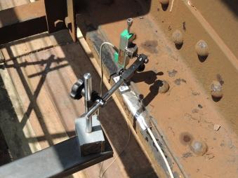 Transdutor de deslocamentos para monitoração dinâmica de flecha no meio do vão