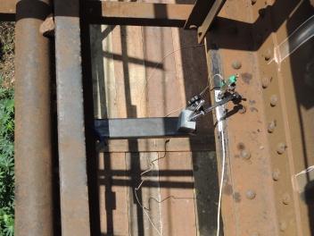 Monitoração de flecha no meio do vão